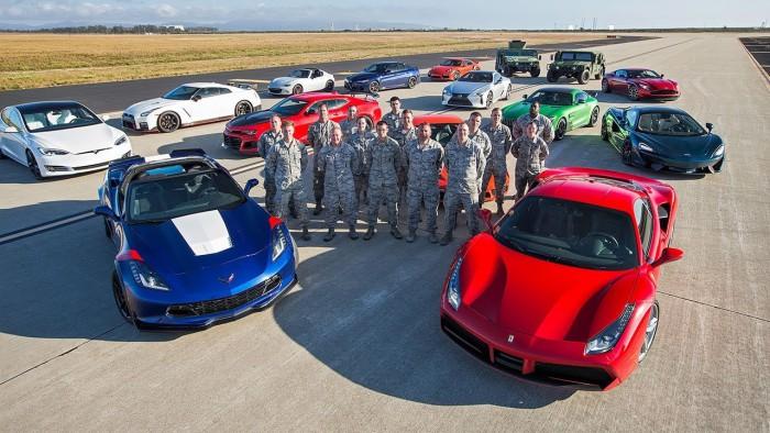 (video) World's Greatest Drag Race 7: 11 maşini sport şi o Tesla. Iată cine a câştigat cursa