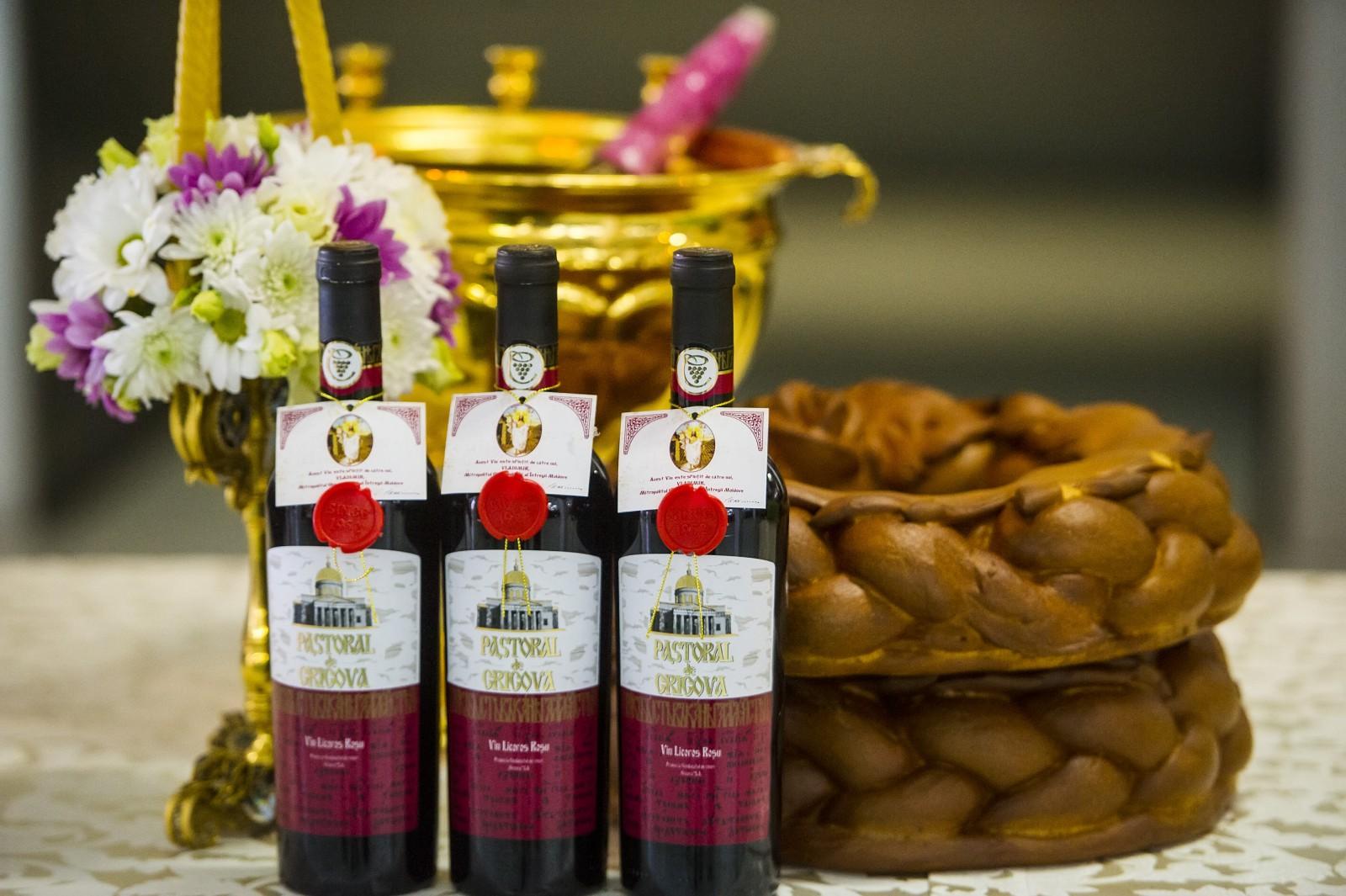 """Vinurile pastorale au fost sfinţite la Combinatul de Vinuri """"Cricova"""" S.A."""