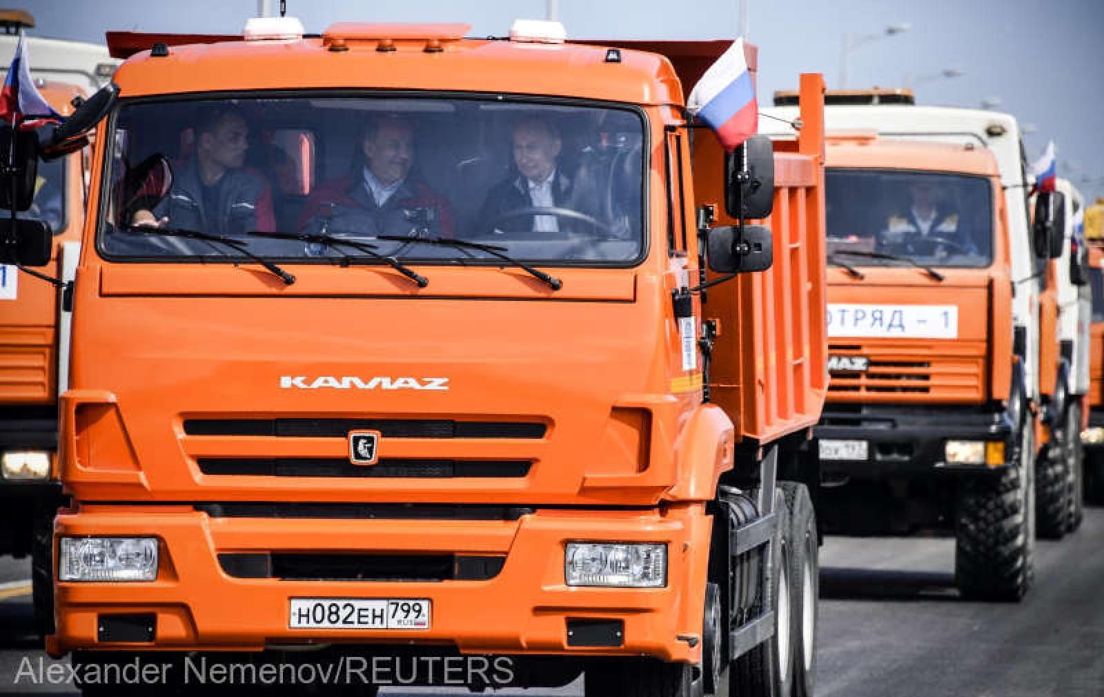(video) Vladimir Putin a traversat noul pod ce leagă Rusia de Crimeea la volanul unui camion