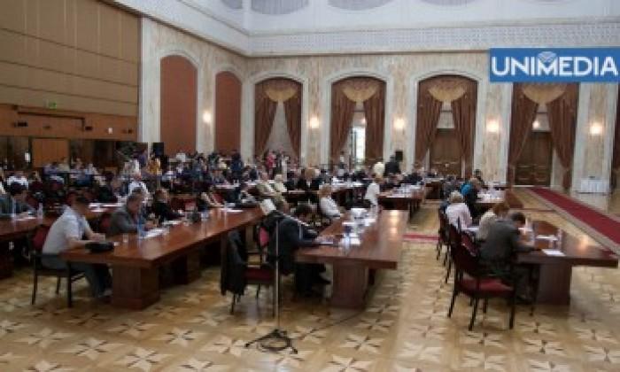 Absența de la ședințele Parlamentului în semn de protest ar putea fi considerată motiv întemeiat