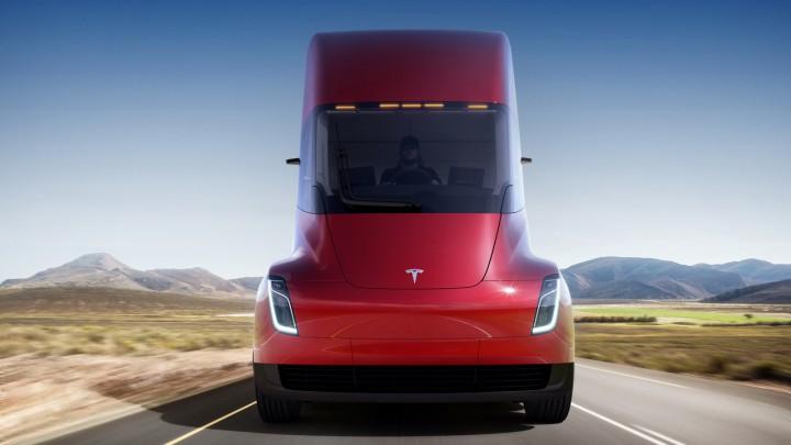 Arabii au făcut prima comandă de Tesla Semi de peste ocean. Şi-au zis că e bun de dus gunoiul