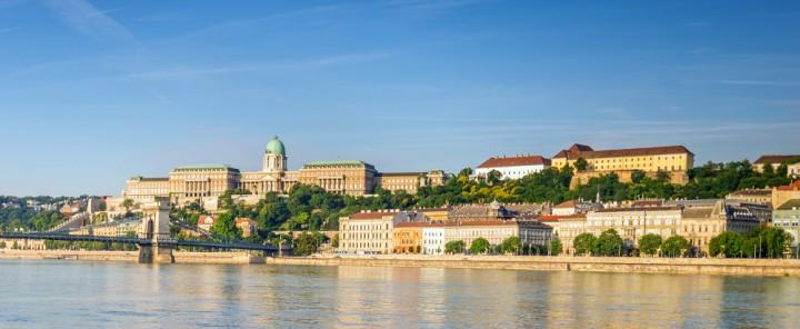 Cetățenii Moldovei au ocazia să-și continue studiile în Ungaria: Loc gratuit în cămin și burse de 450 de euro