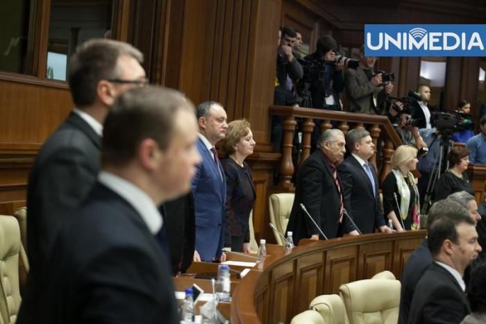 Comuniștii au părăsit în semn de protest ședința Parlamentului