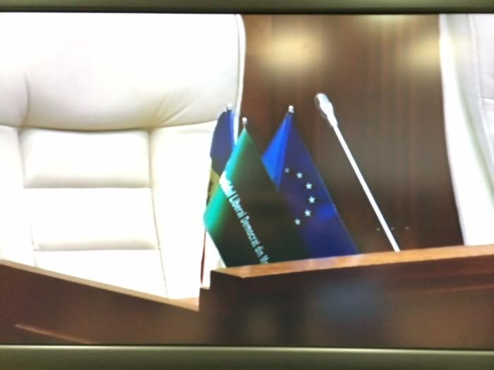 Deputații PLDM și-au amenajat mesele din sala de ședințe a Parlamentului