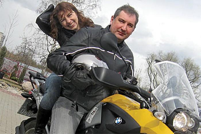 Dialog între Rogozin și Ștanski pe twitter: Veniți la noi pentru plimbări cu motocicleta!