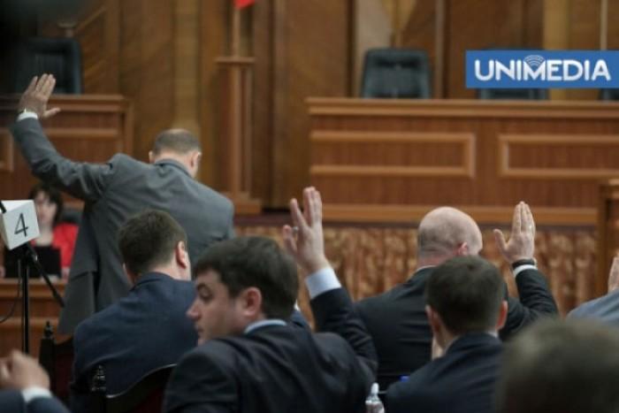 (doc) Cui aparțin cele mai multe inițiative legislative aprobate de Parlament pe parcursul sesiunii trecute