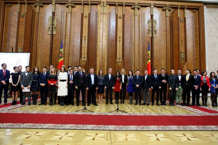 (doc) Peste 30 de tineri, premiați la Gala studenților originari din Republica Moldova