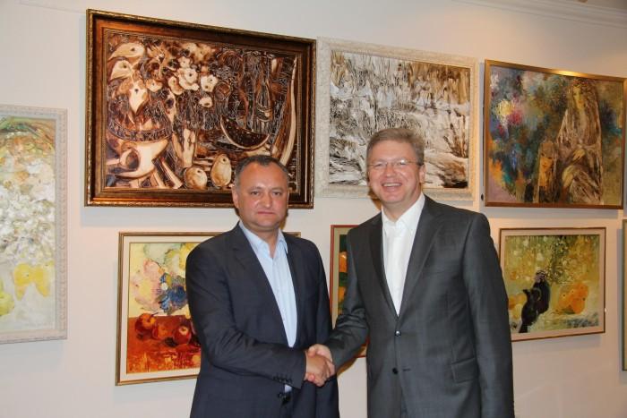 Dodon după întrevederea cu Fule: I-am mulţumit oficialului european pentru sprijin
