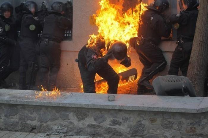 (foto, video) Aproape 300 de persoane au suferit în urma ciocnirilor violente în Kiev