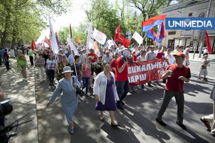 (foto, video) De 1 mai, fiecare cu marșul lui: PSRM și PCRM s-au întrecut la numărul de participanți