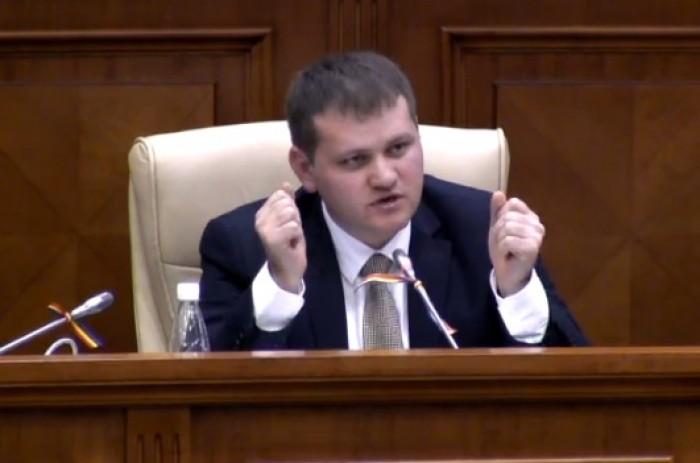 (foto) Și deputații PL și-au personalizat microfoanele