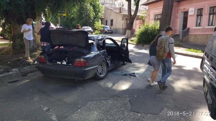 (foto) Accident la intersecția Columna - Maria Cebotari: Un automobil a fost lovit de un KAMAZ