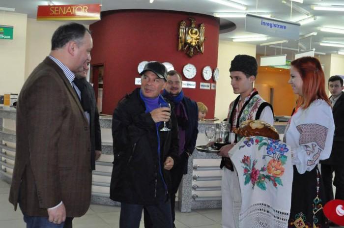 (foto) Dodon l-a adus pe Gazmanov la Chișinău