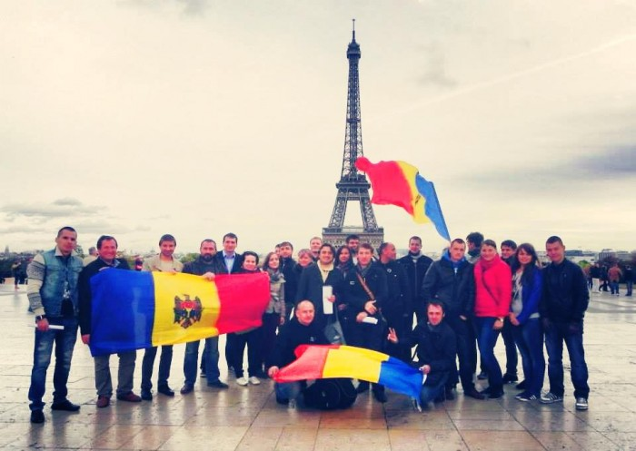 "(foto) Flash-mob la Paris: ""Destinul Republicii Moldova este unul european"""