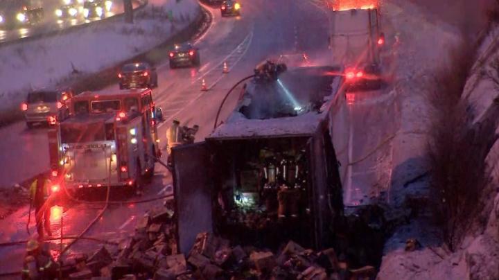"""(foto) Quebec: Moldovean, numit """"eroul zilei"""", după ce a reușit să scoată la timp din tunel camionul său, care luase foc, evitând o catastrofă"""