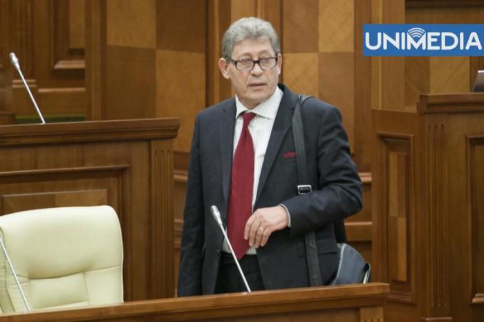 Ghimpu consideră că deputații care părăsesc fracțiunea ar trebui să rămână fără mandat