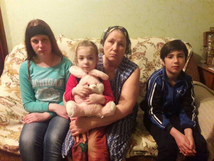 Igor Dodon va ajuta cei trei copii să-și aducă mama acasă