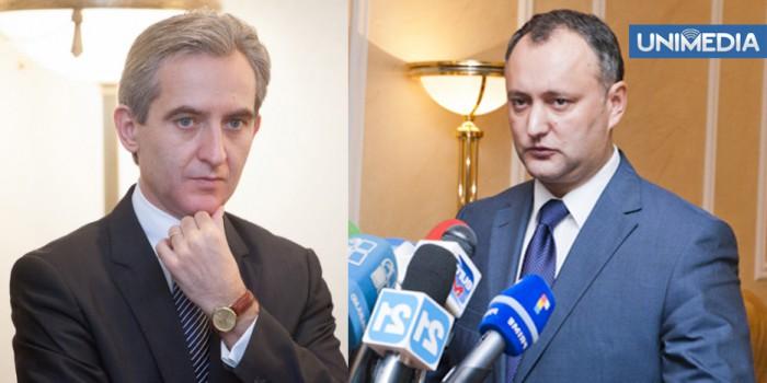 (doc, video) Leancă: Dodon a semnat documente Pro-Europa! Dodon: Țara arde, Leancă se piaptănă!