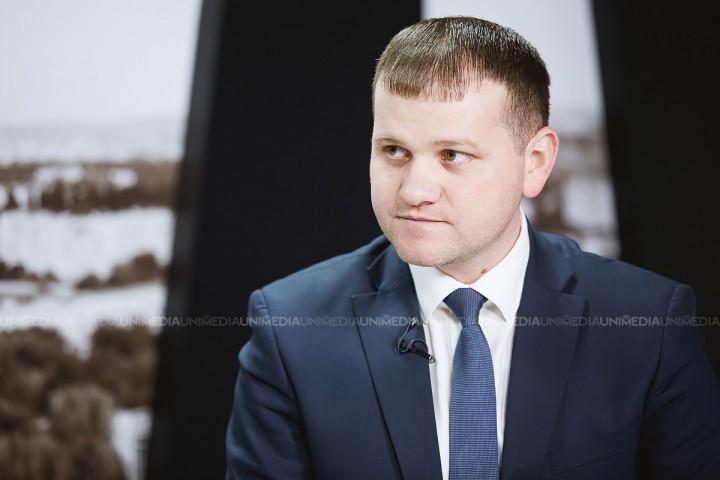"""(live) Valeriu Munteanu susține o conferință de presă: """"Transferarea Aeroportului Internațional Chișinău din proprietatea statului în proprietatea mun. Chișinău"""""""