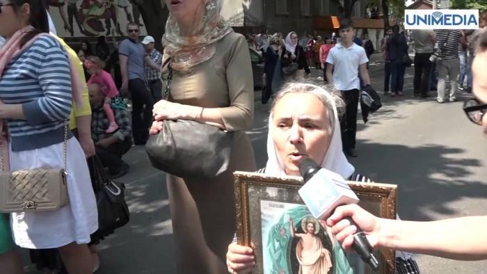 """(no comment) Creștini violenți la marșul """"Fără frică"""": Roagă-te, roagă-te"""
