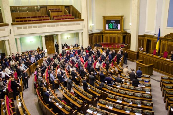 Rada Supremă din Ucraina a votat pentru revenirea la Constituția din 2004
