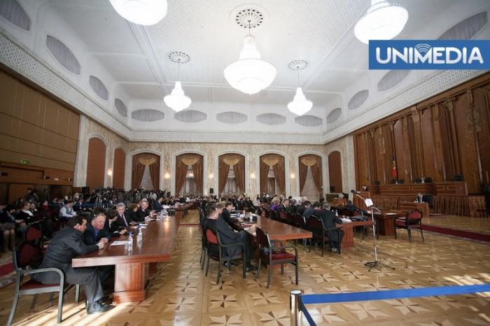 Societatea civilă despre modificarea Regulamentului Parlamentului: Se încearcă penalizarea unor actori