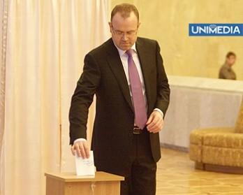 Supărat pe AIE: Godea a părăsit sala de ședință a Parlamentului