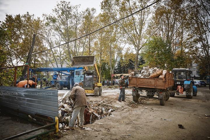 Trei persoane, reţinute în legătură cu fraude în legalizarea construcţiilor din Chişinău