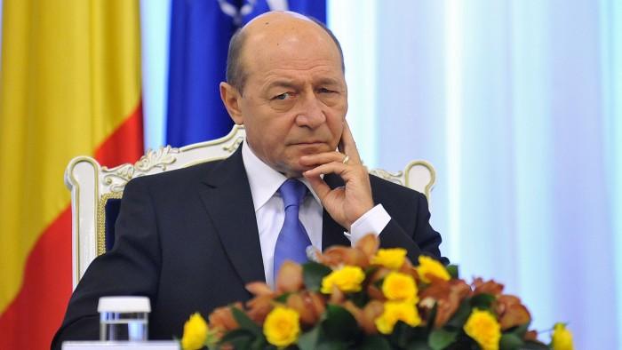 (video) Băsescu îi dă peste nas lui Ponta: Lucrările la gazoductul Iaşi-Ungheni nu vor fi gata în decembrie