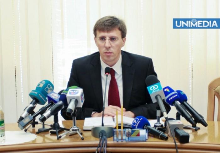 (video) Chirtoacă sare în apărarea jurnaliștilor acreditați la Parlament