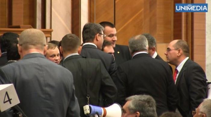 (video) Coaliția de guvernare a cedat în fața insistenței opoziției: Audieri parlamentare pe cazurile BEM și AIC