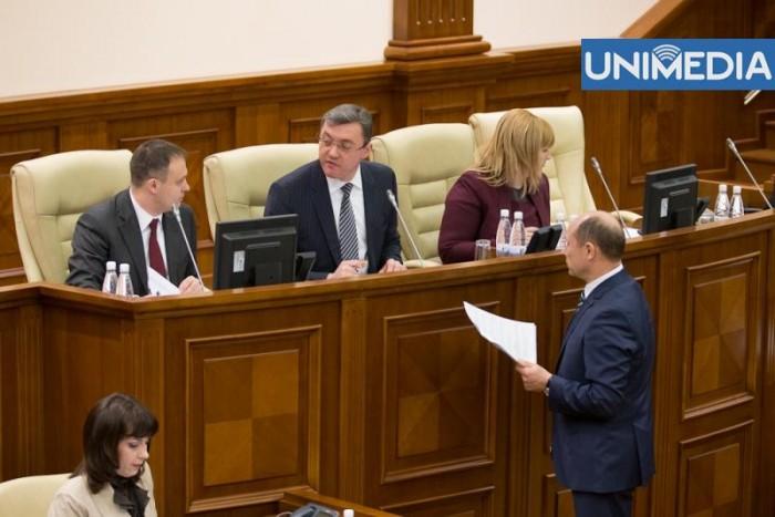 """(video) """"Confuzie în Parlament"""". Cine nu a votat proiectul de lege?"""