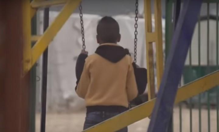 """(video) Cum se simte un atac chimic: Mărturia cutremurătoare a unei familii. """"Când am deschis ușa casei majoritatea erau paralizați la podea"""""""