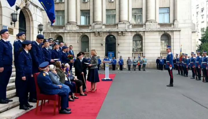 """(video) De-o vârstă cu România. Român născut în 1918, cere Unirea: """"Faceţi ceva să vină Basarabia, să se unească cu România"""""""