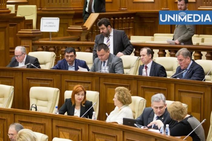(video) Deputații PCRM, într-un glas: Tkaciuk rămâne în partid!
