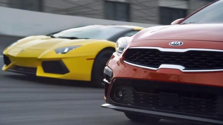 (video) Dilema zilei: E mai bine să-ţi cumperi un Lamborghini sau noul KIA Forte şi o vilă în Italia?