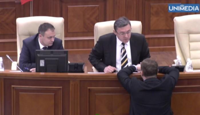 (video) Discuții pe ton ridicat în Parlament