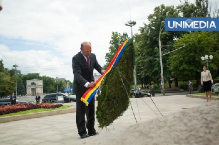 (video) Faza Zilei! Tânără: Vrem Unire! Băsescu: Cereți-o și o vom face!