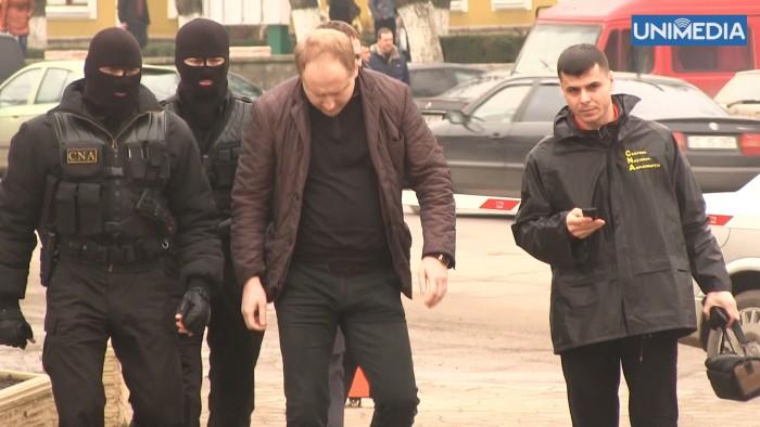 (video) Imagini cu suspectul care ar fi încercat să corupă deputați din Parlament