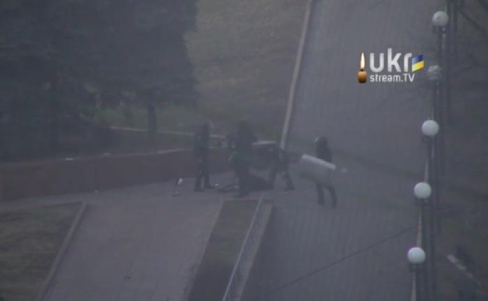 (video) Imagini greu de privit din mijlocul confruntărilor de la Kiev