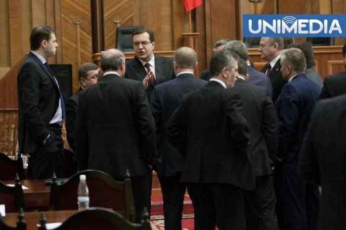 (video) Reacția deputaților din coaliția de guvernare la debandada din fața Palatului Republicii