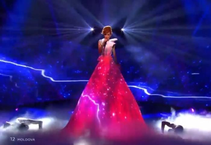 (video) Aliona Moon a dezvăluit secretul rochiei sale