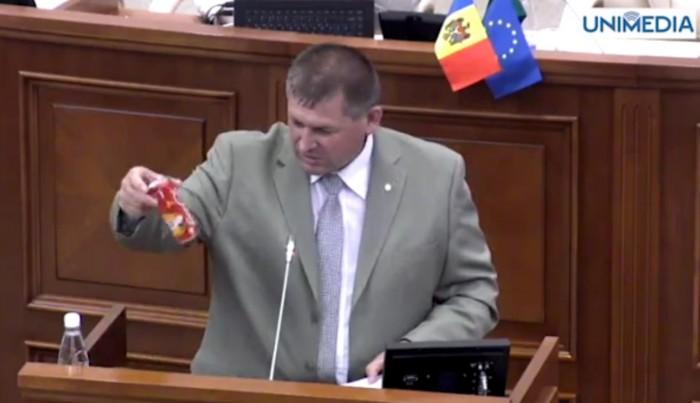 (video) Stop Cadru: Butmalai și doza de Cola de la tribuna Parlamentului