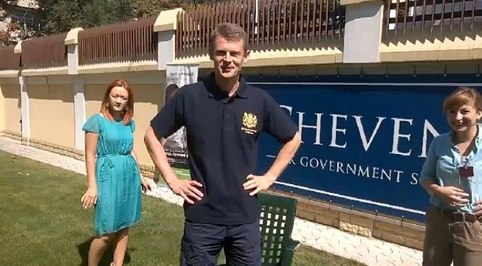 (video) The Ice Bucket Challenge. Ambasadorul Marii Britanii la Chișinău a răspuns provocării lui John McKellar