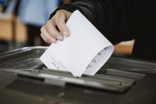 Buletine de vot fotografiate și urne de vot sigilate cu încălcarea procedurilor legale. Promo-LEX raportează primele abateri