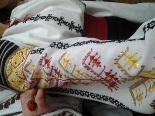 Cămășile tradiționale moldovenești, care sunt supuse pierderii, pot fi salvate. Cum o poți face