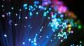 Descoperirea care ar putea salva internetul: Cercetătorii au depășit limita de capacitate a fibrei optice