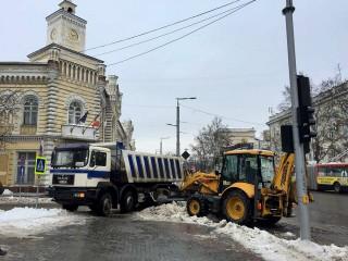 Drumarii lucrează în forță: Care este starea drumurilor din capitală în urma ninsorilor