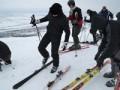 După o pauză de doi ani, pârtia de schi de la Ciorești a fost redeschisă. Prețul pentru o zi include și vin fiert