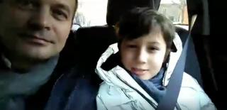 (video) Fiul lui Andrian Candu recită o poezie de Eminescu în mașină și povestește ce mai cunoaște despre poet